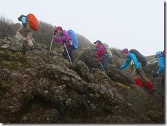 20急登を上るメンバー
