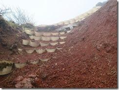 30いろいろな手法で火山礫を固めています